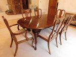 Beautiful vintage Crescent dining t...