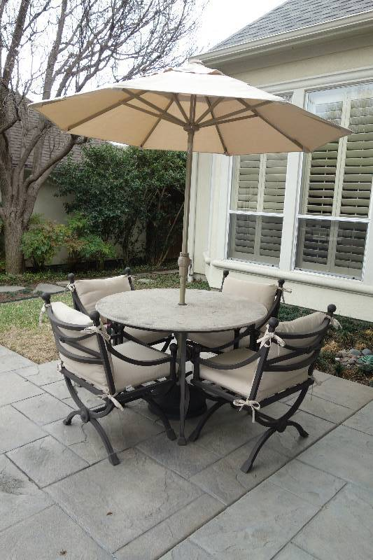 Superieur VERY NICE KREISS MYKONOS ROUND PATIO TABLE WITH UMBRELLA AND 4 NICE KREISS  CHAIRS | DISTINGUISHED DALLAS ONLINE ESTATE AUCTION | Texas Clix