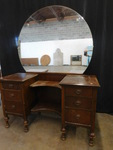 Beautiful vintage vanity w/great ro...