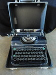 Vintage Underwood typewriter Champi...