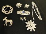 Assorted vintage costume pins, earr...