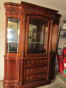 GORGEOUS AMERICAN DREW LIGHTED CABINET WITH CURVED GLASS SHELVES