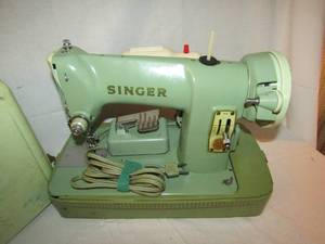 VINTAGE GREEN SINGER RFJ8 SEWING MACHINE IN CASE