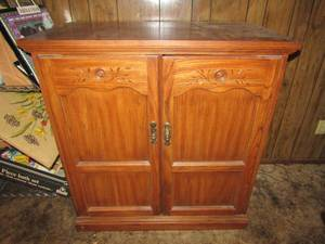NICE TV CABINET WITH STORAGE