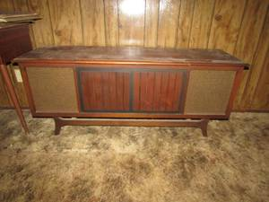MID CENTURY SOLID STATE CABINET STEREO