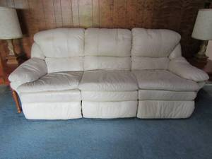LANE WHITE LEATHER COUCH WITH RECLINERS ON BOTH ENDS