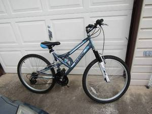 HUFFY TRAIL RUNNER 18 SPEED BICYCLE